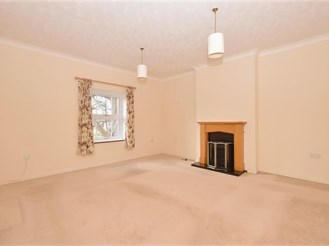 2 bedroom top floor apartment in Havant