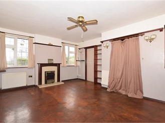 2 bedroom detached bungalow in Boxhill, Tadworth
