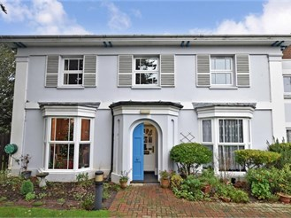 2 bed top floor apartment in Havant