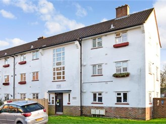 1 bedroom first floor flat in Banstead