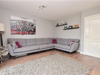 4 bedroom semi-detached house in Carshalton