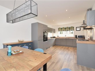 4 bedroom detached house in Southbourne