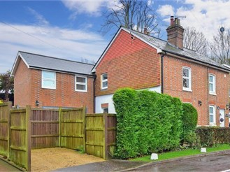 4 bedroom semi-detached house in Worth