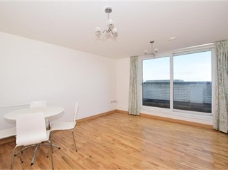 2 bedroom penthouse flat in Wallington