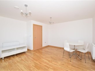 2 bed penthouse flat in Wallington