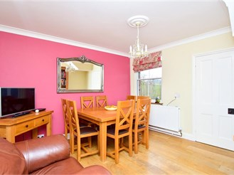 4 bedroom detached house in Copthorne, Crawley