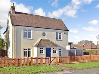 4 bedroom detached house in Westergate, Chichester