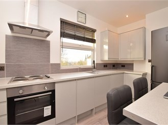 Top floor studio apartment in South Croydon