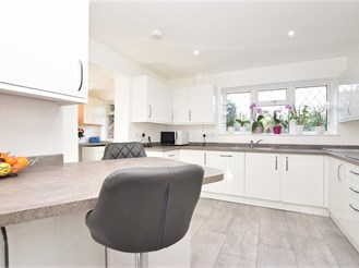 5 bedroom detached house in Pound Hill, Crawley