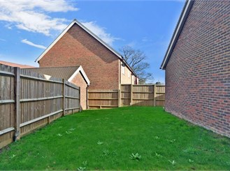 4 bedroom semi-detached house in Horley