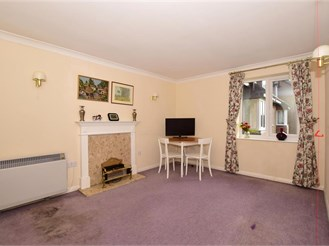 2 bedroom first floor retirement flat in East Grinstead