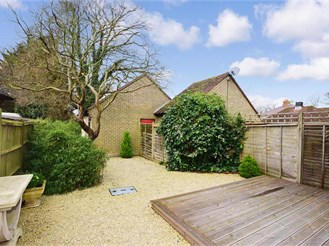 2 bedroom semi-detached house in Hambrook, Chichester