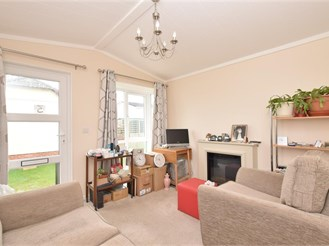 2 bed park home in Petersfield