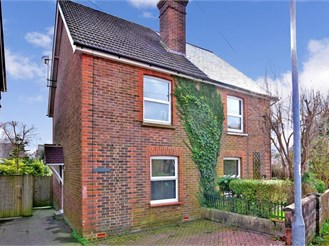 2 bedroom semi-detached house in Crowborough