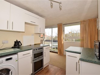 2 bedroom fourth floor flat in Sutton
