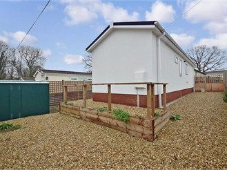 2 bedroom park home in Petersfield