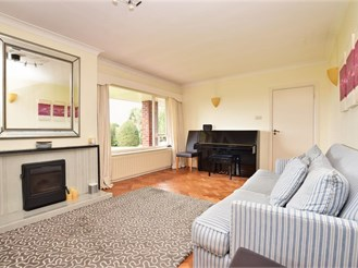 4 bedroom chalet bungalow in Leatherhead