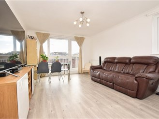 2 bedroom fourth floor apartment in Sutton