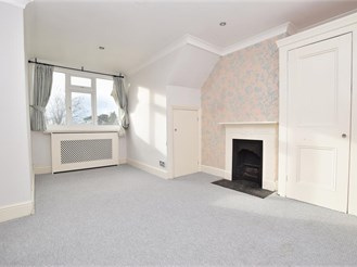 2 bedroom top floor flat in Sutton