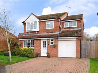 4 bedroom detached house in Southwater