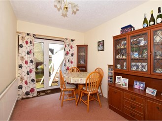 3 bedroom semi-detached house in Reigate