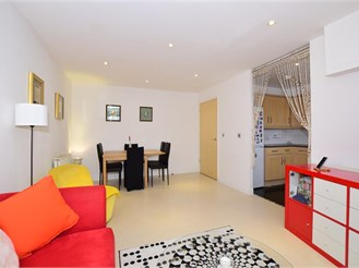 1 bed top floor flat in Croydon