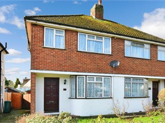 3 bed semi-detached house in Reigate