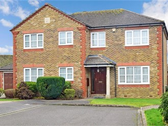 5 bedroom detached house in Shirley, Croydon