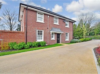 4 bedroom attached house in Reigate