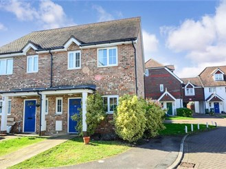 2 bedroom semi-detached house in Horsham