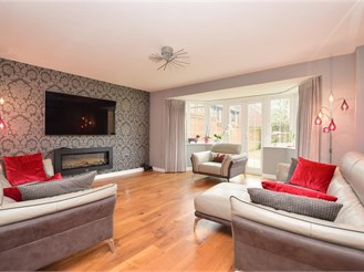 4 bedroom detached house in Pease Pottage, Crawley