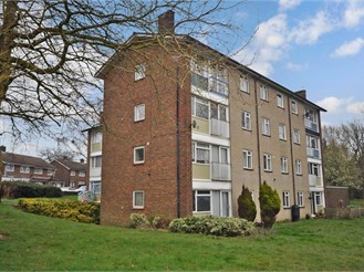 2 bedroom second floor flat in Gossops Green, Crawley