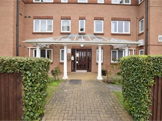 1 bedroom top floor flat in Haywards Heath