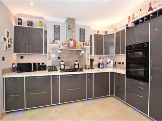 3 bedroom terraced house in Sutton