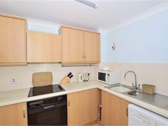 2 bed ground floor retirement flat in East Grinstead