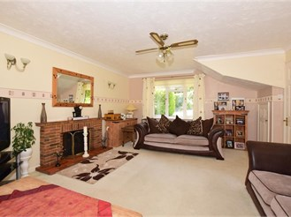 3 bedroom detached house in Fetcham, Leatherhead