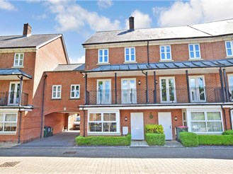 4 bedroom town house in Crawley