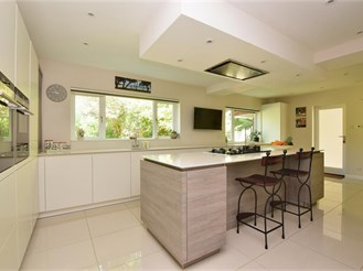 4 bedroom detached house in Loxwood