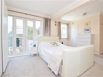 3 bedroom detached house in Caterham