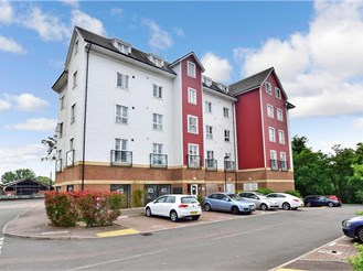2 bedroom third floor apartment in Tonbridge