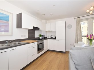 2 bedroom third floor apartment in Croydon