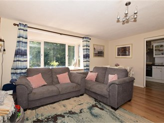 2 bedroom first floor flat in Forestdale, Croydon