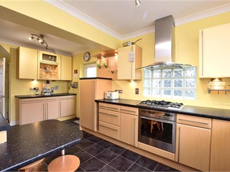 4 bedroom semi-detached house in Shoreham-By-Sea
