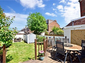 3 bedroom terraced house in Portsmouth