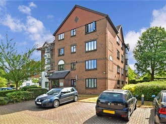1 bedroom top floor flat in Redhill