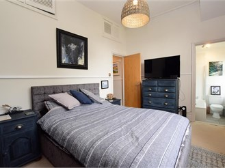 2 bedroom first floor flat in Hove