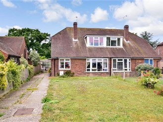 4 bed semi-detached house in Nutbourne, Chichester