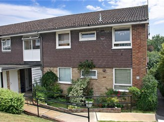 2 bedroom ground floor flat in Turners Hill