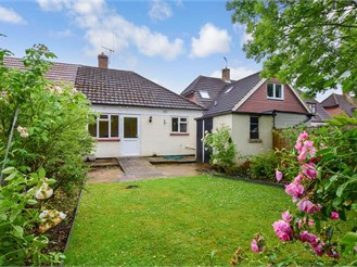 2 bedroom semi-detached bungalow in Leatherhead