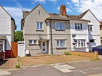 6 bedroom semi-detached house in Chadwell Heath